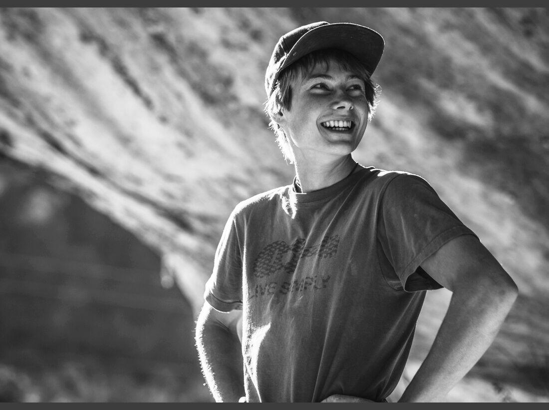 KL Alex Megos Portrait grinse SW