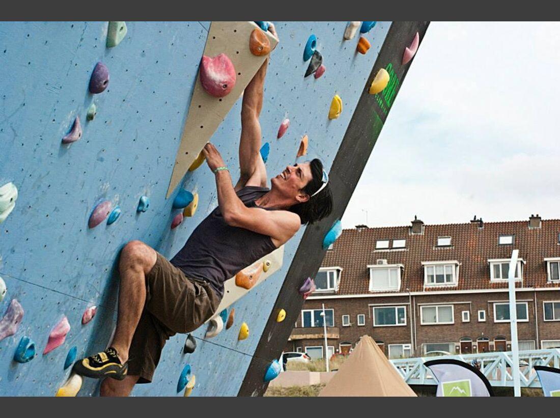 KL-BAZ-2013-Boulderen-aan-Zee-c-Bram-Berkien-1170735_1412986122246674_810008675_n