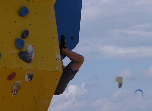 KL-BAZ-Boulderen-an-Zee-wand-kites-2006 (jpg)