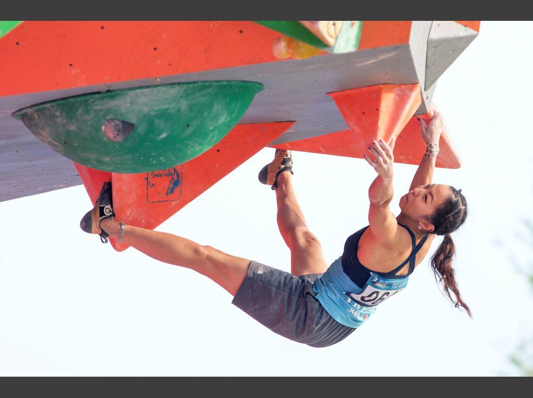 KL-Boulder-Weltcup-Haiyang-2014-Akiyo-Noguchi-14470294491_39eb9702b5_b (jpg)