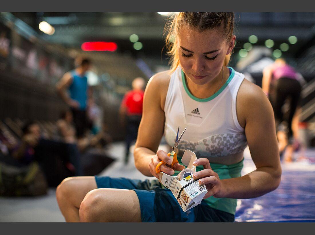KL-Boulder-Wettkampf-adidas-Rockstars-2014-CWaldegger_aR14_AthleteLounge_0027 (jpg)