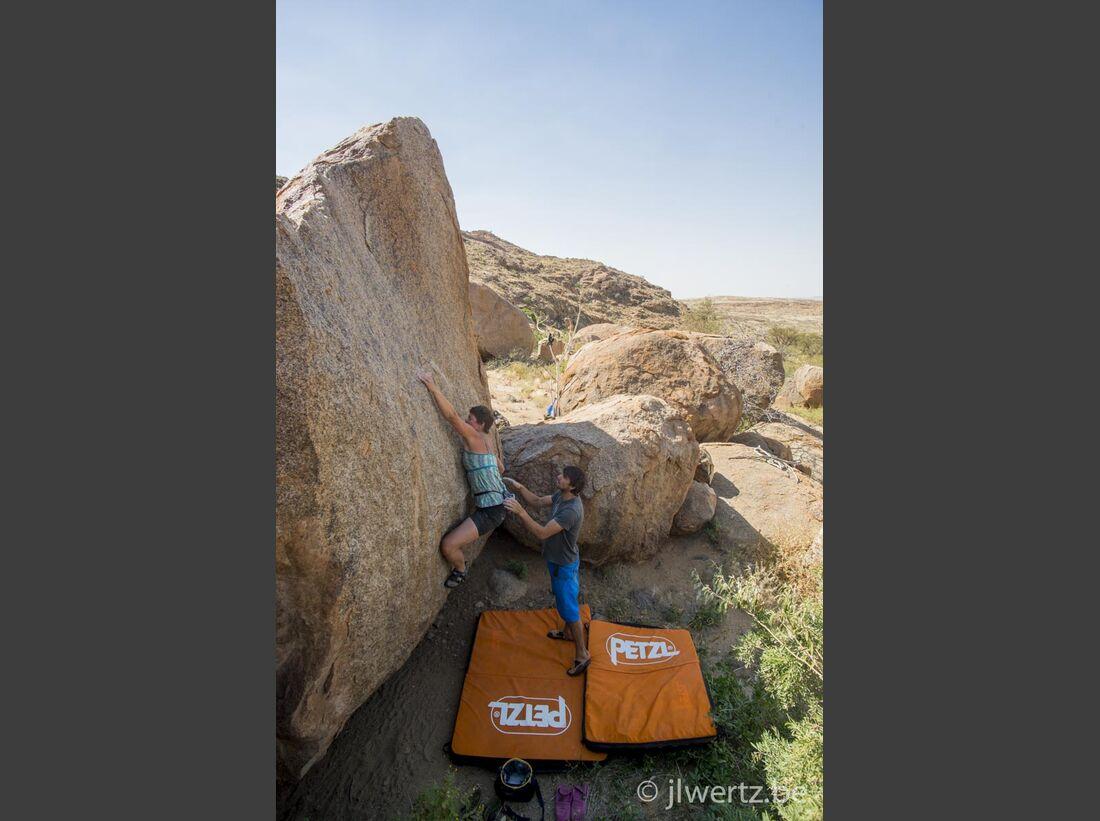 KL-Bouldern-in-Namibia-c-Jean-Louis-Wertz-jlw-namibia14-1819 (jpg)