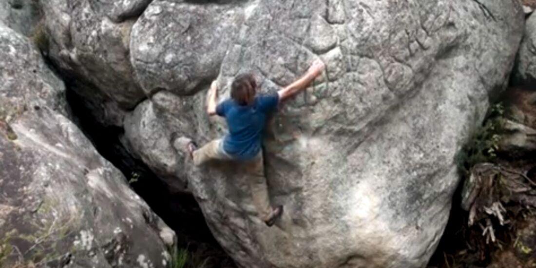 KL Enzo Oddo bouldert in Fontainebleau