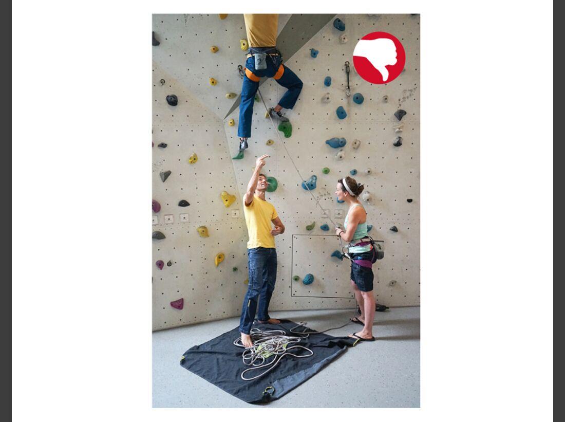 KL-Klettern-Sicherungsfehler-Tipps-richtig-sichern-Ablenkung-S055_klettern_1_15 (jpg)