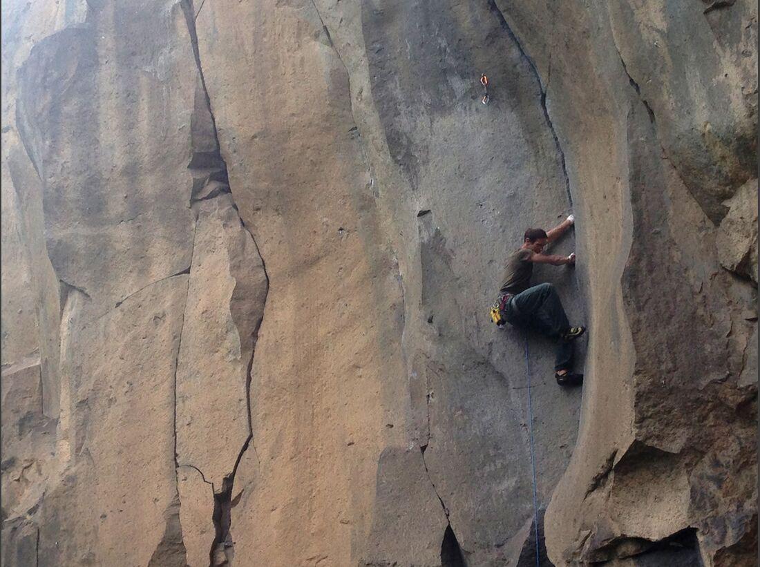 KL-Klettern-in-Deutschland-Ettringen-Rissklettern-c-Sarah-Burmester-IMG_0570 (jpg)