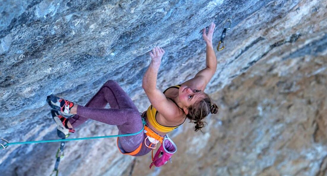 KL Margo Hayes klettert Papichulo 9a+ in Oliana