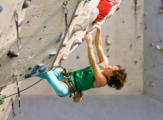 KL Schulter stabilisieren Aufmacher sarah Kletterhalle Vorstieg TEaser