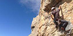 KL Tete d'Aval Briancon alpines Sportklettern mit Helm Teaserbild