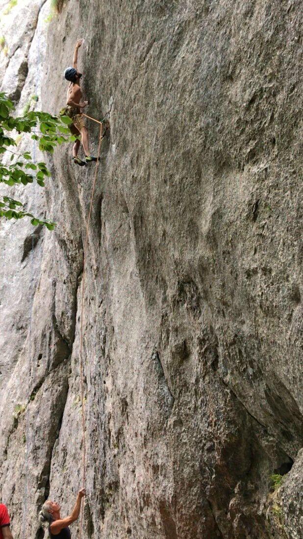 KL Tilo Moser klettert Kanal im Rücken clean