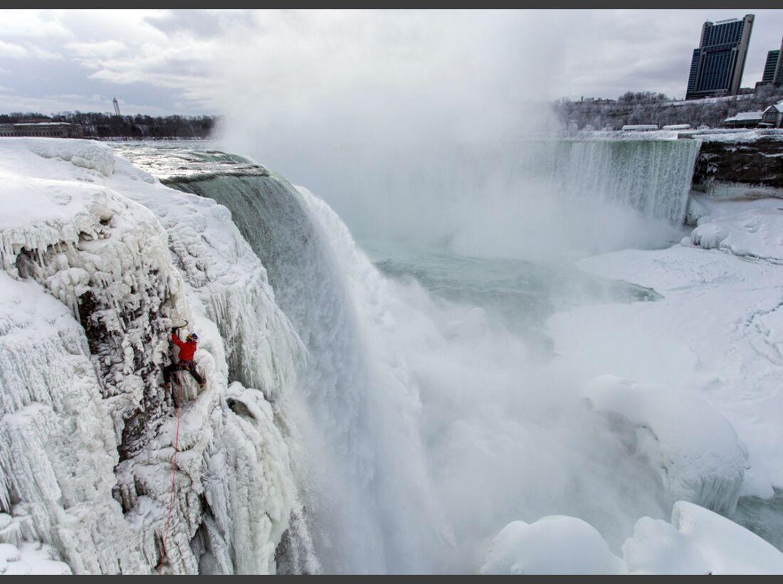 KL-Will-Gadd-Eisklettern-Niagarafaelle-c-Christian-Pondella-Red-bull-Media-House-P-20150129-00184_News (jpg)