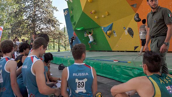 Kletter-Wettkampf: Rock Master Arco am Gardasee (Bilder International Open Boulder) 3