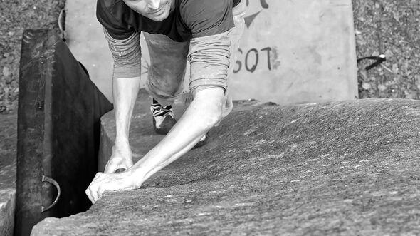 kl-bouldern-fontainebleau-montee-divine-6c+-mont-aigu-soeren-dsc0059 (jpg)