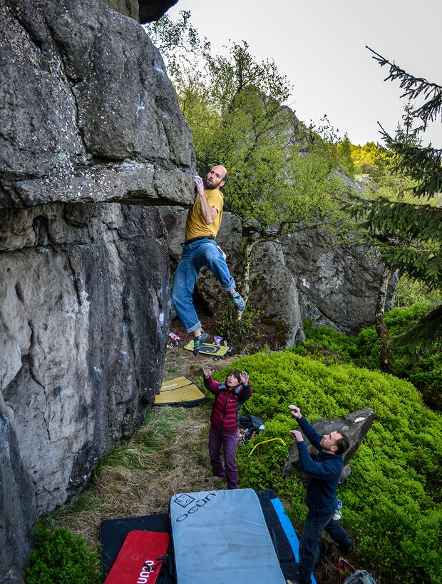 kl-bouldern-schneeberg-sneznik-karel-masek-jednou-nohou-v-pekle-6b+-foto-zdenek-suchy (jpg)