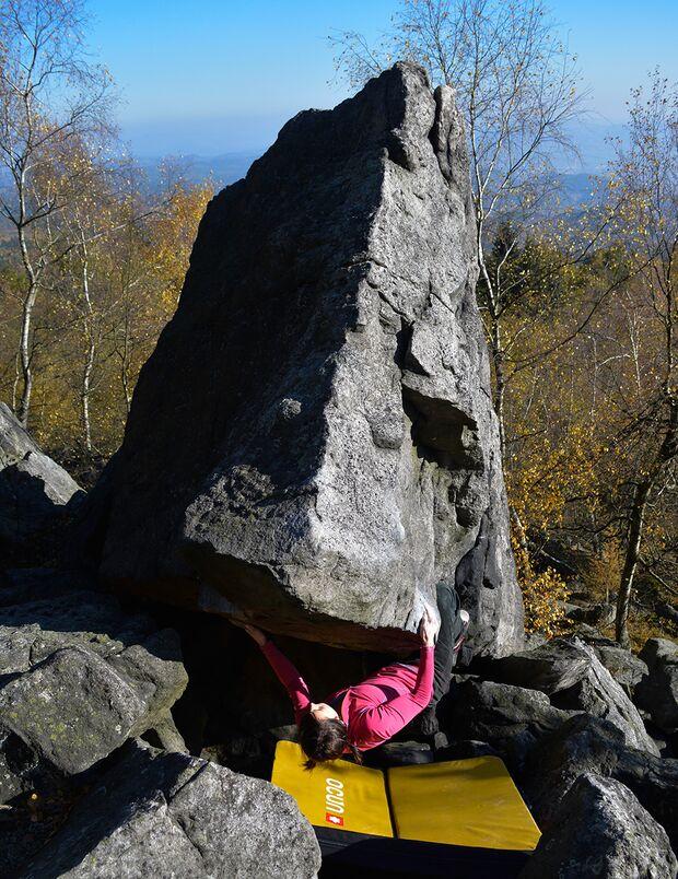 kl-bouldern-schneeberg-sneznik-pavla-dvorakova-mnoho-pokusu-pro-nic-6b+-foto-zdenek-suchy (jpg)