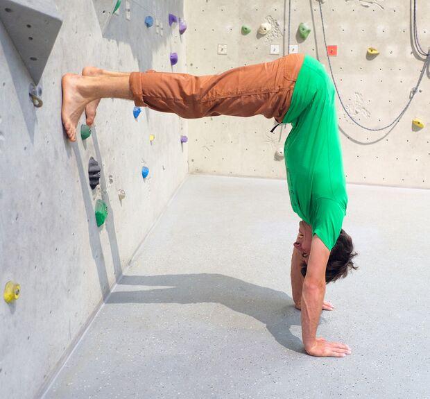 kl-klettern-ein-grad-schwerer-handstand-voruebung-19-04-10-Waldau-mit-Philippe368-copy (jpg)
