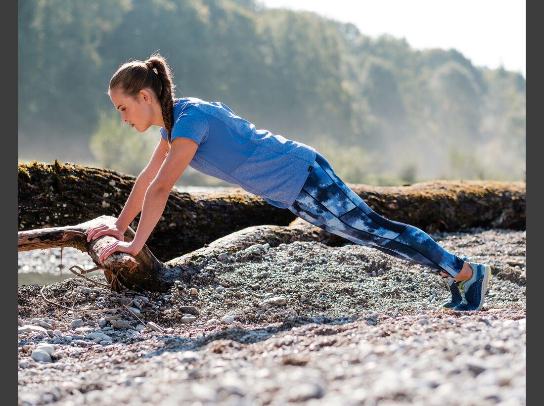 kl-outdoor-gym-jack-wolfskin-felix-klemme-outdoortraining-liegestuetz-auf-stamm2 (jpg)